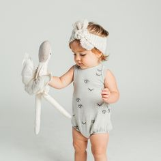 It is quite natural for a pregnant woman to be full of curiosity regarding her soon-to-be-born baby. How will the baby look? Little Girl Fashion, Kids Fashion, Kids Brand, Cute Kids, Cute Babies, Essentiels Mode, Bebe Love, Baby Kind, Baby Boutique