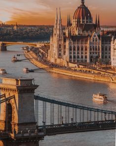 Vienna Guide, Buda Castle, Hungary Travel, Danube River, Cities In Europe, Tower Bridge, Tour Guide, Travel Inspiration, New York Skyline