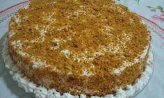Modo de preparo:     Massa   Bater o bolo, colocando os ingredientes na seqüência que foram listados, assar em tabuleiro untadover vídeo   Recheio   Levar todos os ingredientes ao fogo e fazer um creme. Desligar e acrescentar 1/2 lata de creme de leite.
