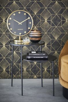 Our basic collection Black & Gold is an absolute must for any modern interior. The options are almost endless. Make your interior timeless by adding black and add some gold as a fashionable finishing touch. Home Bedroom, Bedroom Decor, Interior Decorating, Decorating Bedrooms, Decorating Ideas, Decor Ideas, Luxe Decor, Diy Table Top, Black Decor