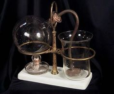 Napier-style coffee brewer, in which coffee is made using vapor pressure and vacuum. Drip Coffee, Coffee Drinks, Coffee Coffee, Vacuum Coffee Maker, Pod Coffee Makers, Espresso Coffee Machine, Great Coffee, Cup And Saucer, Tea Pots