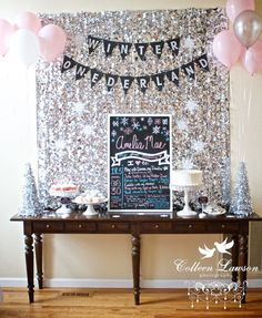 This Winter Onederland birthday theme is a perfect birthday party idea. Make your Winter Onederland party shimmery and shine with these gorgeous decoration and cake ideas. Party Kulissen, Disco Party, Ideas Party, Theme Ideas, Elmo Party, Mickey Party, Dinosaur Party, Dinosaur Birthday, Winter Birthday Parties