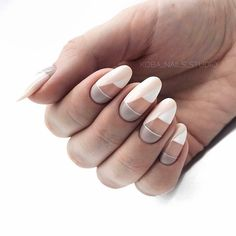 The advantage of the gel is that it allows you to enjoy your French manicure for a long time. There are four different ways to make a French manicure on gel nails. Minimalist Nails, Diy Nails, Cute Nails, Nails Studio, Uñas Fashion, Fashion Design, Almond Acrylic Nails, Almond Nails, Nagellack Trends