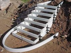 picture: Lightweight plastic formwork. tectonica-online metadossier. Formwork for external steps Backyard Walkway, Sloped Backyard, Concrete Staircase, Staircase Railings, Tiny House Layout, House Layouts, Cement Steps, Concrete Retaining Walls, Home Stairs Design