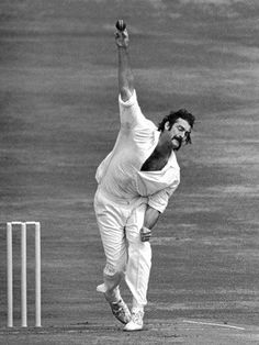 Dennis Keith Lillee, is a former Australian cricketer rated as the outstanding fast bowler of his generation. Lillee was known for his fiery temperame. The 30 best cricketers of all time. Test Cricket, Cricket Sport, Cricket News, Fast Bowling, World Cricket, Star Wars, Sports Images, World Of Sports, Sports Stars