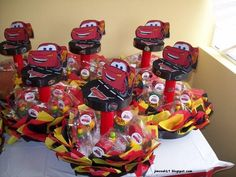 Imagen de http://mlm-s1-p.mlstatic.com/centros-de-mesa-cars-decoracionespinatas-dulceros-etc-10809-MLM20034701864_012014-F.jpg.