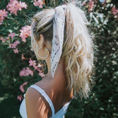 hair inspo How to Style Bows In Your Hair With Scarf Celebrity Fashion, Outfit Trends And Beauty Tips Hair Scarf Styles, Curly Hair Styles, Hair Styles With Bandanas, Scarf In Hair, Scarf Bun, Bun Styles, Ponytail Styles, Hair Scarfs, Ponytail Ideas