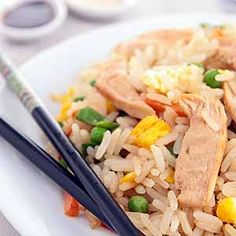 Chicken with stir-fried rice and peas Cooking Red Potatoes, Stir Fry Rice, Easy Weekday Meals, Rice And Peas, Sugar Snap Peas, What To Cook, Cooking Classes, Fried Rice, Food Dishes