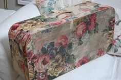 Shabby chic wallpaper vintage wallpapers hat boxes 22 ideas for 2019 Vintage Suitcases, Vintage Luggage, Suitcase Decor, Fabric Covered Boxes, Shabby Chic Wallpaper, Rose Wallpaper, Hat Boxes, Shabby Chic Kitchen, Vintage Walls