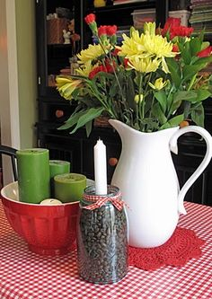 Flowers, candles in a bowl, and coffee beans in a mason jar. Apple Valley, Green Tomatoes, Topiaries, Happy Spring, Teacups, Coffee Beans, Tablescapes, Kitchen Ideas, Mason Jars