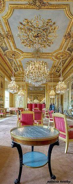 Hotel de la Marine, Paris.  Via @swisschicboutiq. #Paris #France. Visit www.gwins.com, your travel specialists.