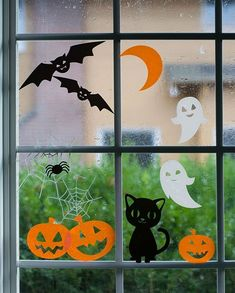 Halloween window clings Halloween Window Stickers for your windows. A great project for…<br> We are starting our DIY Halloween season with these adorable Halloween window clings featuring happy pumpkins, laughing ghosts and an adorable black cat. Deco Haloween, Theme Halloween, Halloween Crafts For Kids, Spooky Halloween, Holidays Halloween, Halloween Season, Halloween Club, Bricolage Halloween, Adornos Halloween