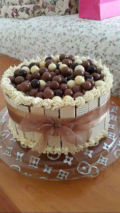 New Birthday Cake Chocolate Candy Ideas Cake Decorating Techniques, Cake Decorating Tips, Candy Cakes, Cupcake Cakes, Cake Fondant, Chocolate Cake Designs, Cake Chocolate, Cake Recipes, Dessert Recipes