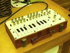 Mini Synthesizer - Custom made circuit bent Noystoise