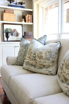 Savvy Southern Style : The New Neutral Great Room Southern Living Rooms, Country Dining Rooms, Country Furniture, Formal Living Rooms, New Furniture, Living Room Furniture Arrangement, Living Room Decor, Living Area, Country Kitchen Flooring