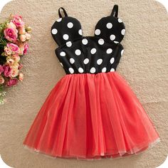 Minnie Mouse dress in red! Perfect for those Disney vacations or those birthday photos! Fits true to size. This is a preorder that will begin shipping on April 27th