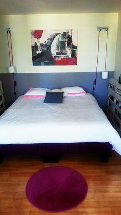 Appliques DIY et récup' de palettes en chevet Palette, Appliques, Bed, Furniture, Home Decor, Bedroom, Riveting, Decoration Home, Stream Bed