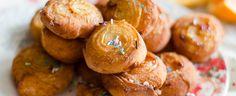 arancini di carnevale sono una ricetta tipica della cucina anconetana. Questa preparazione non ha nulla a che fare con gli arancini siciliani, questi dolci vengono preparati nelle Marche durante il Carnevale. Un impasto lievitato leggermente dolce è farcito con zucchero aromatizzato all'arancia, è proprio dall'utilizzo di questi agrumi che questo dolce prende il nome. La cottura in olio profondo permette allo zucchero di caramellare e alle zest di arance di sprigionare tutto il loro aroma…