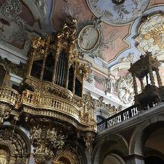 • if music be the food of love, play on •  #church#portugal#lisboa#igrejadesantacatarina#portuguese#barroque#organ#music#letthemusicplay#ceilling#stucco#xviiicentury#talhadourada#portuguesestyle#art#interiors#theydontmakethemliketheyusedto#portugaldenorteasul#currentmood#mood#vsco#vscam