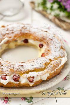 Paris brest con crema e fragoline, un dolce di origine francese formato da due dischi di pasta choux e farcito con crema chantilly e fragoline. Ottimo!