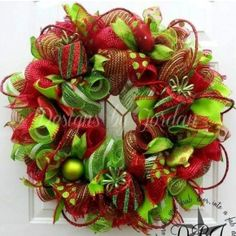Christmas Deco Mesh Wreath featured on Craft Outlet photo contest