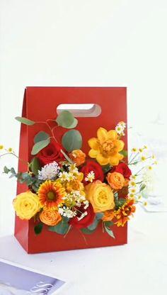 Flower Bouquet Diy, Diy Flowers, Flower Decorations, Paper Flowers, Flower Shop Decor, Flower Box Gift, Diy Flower Boxes, Deco Floral, Diy Crafts For Gifts