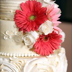There's always room for cake! What's your cake flavor? #wedgewoodweddings #weddingcake #style #classic #rustic #summer #spring #2016 #2017 #theknot #weddingday #weddingplanning #weddingideas #weddingstyle #cake #bride #floral #groom #daisy #frosting #fond