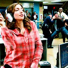 The Gina incident. Brooklyn Nine Nine Brooklyn Nine Nine Funny, Brooklyn 9 9, Movies And Series, Movies And Tv Shows, Tv Series, Best Tv Shows, Favorite Tv Shows, Hunger Games, Jake And Amy