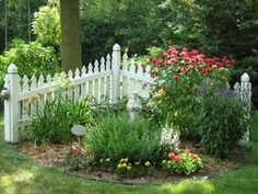 Privacy fence landscaping low fence ideas front yard landscaping ideas with a fence this small picket fence garden Picket Fence Garden, Small Garden Fence, Corner Garden, Garden Yard Ideas, Garden Fencing, Lawn And Garden, Picket Fences, Low Fence, Backyard Ideas