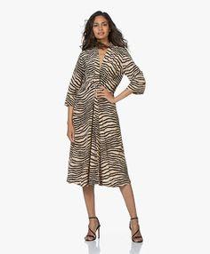 youkuang Malene Birger, Training Shoes, How To Run Longer, Cold Shoulder Dress, Street Style, Dresses, Fashion, Vestidos, Moda
