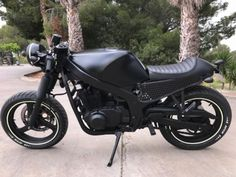 Take a look at a few of my favourite builds - specialized scrambler bikes like this Suzuki Cafe Racer, Gs 500 Cafe Racer, Cafe Racer Moto, Cafe Racing, Cafe Racer Bikes, Cafe Racer Build, Suzuki Motos, Suzuki Bikes, Kawasaki 500