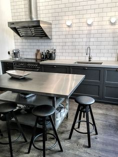 Urban industrial kitchen design masculine kitchen ideas tips inspirations man of many home decorating ideas 2018 . Industrial Kitchen Island, Metal Kitchen Cabinets, Kitchen Cabinet Design, Kitchen Interior, New Kitchen, Kitchen Ideas, Industrial Kitchens, Vintage Industrial, Awesome Kitchen