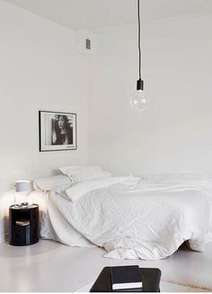 Minimalist Bedroom Decor Ideas - Modern Designs for Small Bedroom On a Budget. This is what a minimalist bedroom is all about. By keeping things as simple as possible without compromising the essential, you will get the most of it. Interior Design Minimalist, Modern Minimalist, Minimalist Living, Minimalist Furniture, Minimalist Bathroom, Minimalist Kitchen, Minimal Bedroom, Monochrome Bedroom, Sweet Home