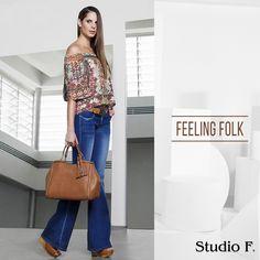 Los jeans bota campana son tendencia para esta temporada #Fall2014, evocan los años 70's, agregándole al guardarropa un aire #HippieChic.