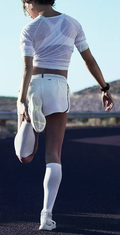 Classic running style. The NikeWomen Aeroswift Short has high slits on the side to keep you moving freely and breathable mesh for maximum airflow.