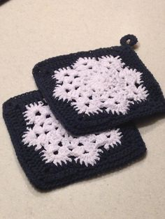 Snowflake Potholders - Crochet