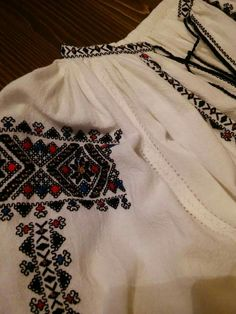 Folk Embroidery, Points, Traditional Outfits, Boho Shorts, Culture, Costumes, Blouse, Clothes, Women