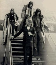The Sweet.getting out of a plane 70s Artists, Sweet Band, 70s Glam Rock, Brian Connolly, Glam Metal, Sweet Guys, 70s Music, Forever Love, Happy Kids