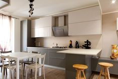 Cucina in stile Moderno Shabby Home, Contemporary Kitchen Design, Sweet Home, Dining Room, Loft, House Design, Interior Design, Table, Inspiration