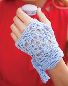 Crochet Mitts with Bows  ~ free pattern