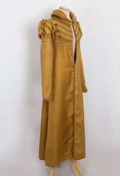 The centerpiece of the design is the Hussar-style Brandenburg trim on the bodice. The coat closes in front with concealed silk fabric loops and covered buttons. Vintage Dresses, Vintage Outfits, Vintage Fashion, Historical Costume, Historical Clothing, Jane Austen, Regency Dress, Regency Era, 19th Century Fashion