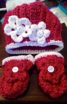 Custom hat and mitten sets by me ! Prices vary with sizes !