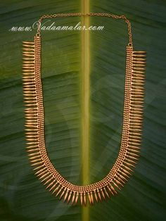 Mullai mottu haram Kerala design jewellery available online Gold Haram Designs, Gold Ring Designs, Gold Necklace Simple, Gold Jewelry Simple, Antique Jewellery Designs, Gold Jewellery Design, Kerala Jewellery, Gold Chain Design, Traditional