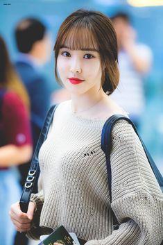Gfriend-Yuju 190927 Incheon Airport to Vietnam South Korean Girls, Korean Girl Groups, Gfriend Yuju, Bts And Exo, G Friend, Popular Music, Pop Group, Girls Generation, Actors & Actresses