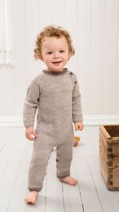 strikket heldragt. 3-24 months. Free pattern in Danish