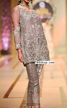 Buy Pakistani Designer Party Dresses online shopping from our collection of Indian Pakistani fancy Party wear fashion suits for USA, UK, Canada, Australia. Pakistani Dresses Online Shopping, Pakistani Formal Dresses, Party Dresses Online, Online Dress Shopping, Pakistani Designer Clothes, Pakistani Designers, Indian Designer Outfits, Trendy Dresses, Fashion Dresses