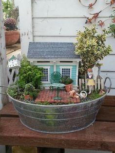 MiNiATuRe GaRDeN Mini Fairy Garden, Fairy Garden Houses, Gnome Garden, Garden Tub, Garden Crafts, Garden Projects, Garden Ideas, Pot Jardin, Little Gardens