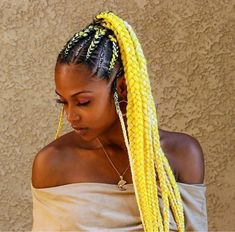 All styles of box braids to sublimate her hair afro On long box braids, everything is allowed! For fans of all kinds of buns, Afro braids in XXL bun bun work as well as the low glamorous bun Zoe Kravitz. Cute Box Braids, Small Box Braids, Short Box Braids, Blonde Box Braids, Box Braids Hairstyles For Black Women, African Hairstyles, Natural Hairstyles, Colored Box Braids, Fishtail Braid Hairstyles