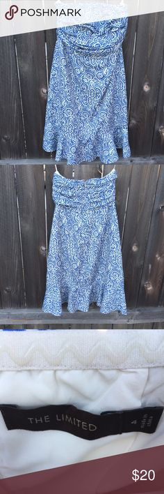 "THE LIMITED DRESS BLUE/WHITE STRAPLESS SZ 4 THE LIMITED DRESS BLUE/WHITE  STRAPLESS  SZ 4  Flounce Skirt at bottom  Armpit to armpit 14.5""  FRONT LENGTH 31""  BACK ZIPPER  GOOD CONDITION The Limited Dresses Strapless"