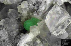 Annabergit, Calcit-----------------------Harzer Gabbro-Steinbruch der Norddeutsche Naturstein GmbH, Bad Harzburg, Niedersachsen, Germany, Copyright © H. Stoya